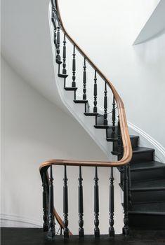 Ideas For Black Stairs Railing Traditional Staircase Black Stair Railing, Black Staircase, Interior Stair Railing, Staircase Railings, Staircase Design, Stairways, Staircase Ideas, Spiral Staircases, Railing Ideas