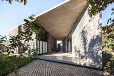 MA House von Cadaval & Solà-Morales in Tepoztlan, Mexiko Architecture Cool, Residential Architecture, Contemporary Architecture, Concrete Siding, Concrete Stone, Concrete Design, Casa Patio, Architect House, Exterior Design