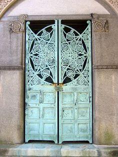 Ornate mausoleum door . Picture by Eliina
