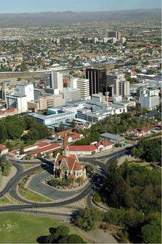 Windhoeks Stadtkern, herrlicher Blick. In der Ferne das Khomashochland