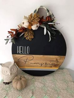 Creative And Unique Fall Sign To Welcome Autumn With A Stylish Round Fall Sign D. Creative And Unique Fall Sign To Welcome Autumn With A Stylish Round Fall Sign Done With Staining And Black Paint Topped With Leaves Plus Yarn Pumpkins And Plaid Ribbon Fall Halloween, Halloween Crafts, Holiday Crafts, Diy Christmas, Christmas Ornament, Fall Home Decor, Autumn Home, Fall Door Decorations For Home, Fall Door Wreaths