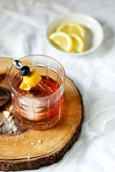 Gin Old Fashioned Cocktail Recipe - She Eats - Get the recipe http://sheeats.ca/2015/06/gin-old-fashioned/