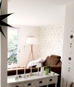 Bastelstunde...   SoLebIch.de - Foto von Mitglied annimaus78 #solebich #interior #einrichtung #inneneinrichtung #deko #decor #wohnzimmer #livingroom #parlor #lounge #stehleuchte #lamp #fermlivingstring #vase