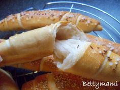Betty hobbi konyhája: Egyszerű kovászos kiflik Hot Dog Buns, Hot Dogs, Croissant Bread, Food Inspiration, Bakery, Vegetables, Drink, Beverage, Bread Store