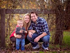 Family of 3 photo session. Toddler boy with mom and dad. Lifestyle family sessions. Outdoor family photo sessions. By www.aswedeview.com