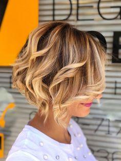 37 trendy haircut curly hair a line Haircuts Straight Hair, Trendy Haircuts, Girl Haircuts, Bob Hairstyles, Korean Wavy Hair, Short Wavy Hair, Medium Hair Cuts, Medium Hair Styles, Curly Hair Styles