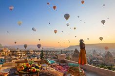 Amazing view of many hot air balloons has been a #bucketlist people visiting #Cappadocia #friday #weekend Tag someone who you'd like to do it with Click the link to reserve your balloon flight: https://ift.tt/2u9hL3A