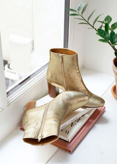 The Sold-Out Ankle Boots French Girls Tried to Buy Yesterday via | Pinterest: Natalia Escaño #shoe #ankleboot