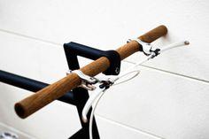 Great wooden handlebars for the fixie / fixed gear / single-speed. Velo Retro, Velo Vintage, Vintage Bikes, Retro Bikes, Vintage Cycles, Fixi Bike, Bike Handlebars, Bike Bag, Urban Bike
