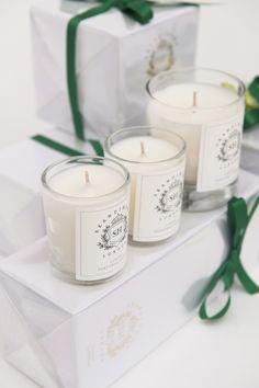 Dekoracyjne świece, świece zapachowe, pomysł na prezent. Zobacz więcej na: https://www.homify.pl/katalogi-inspiracji/13356/pomysly-na-prezenty-dla-mamy