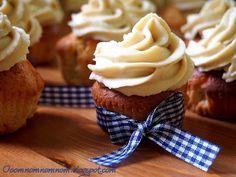 Ooomnomnomnom !: Babeczki chałwowe - chałwowe cupcakes z kremem chałwowym :)