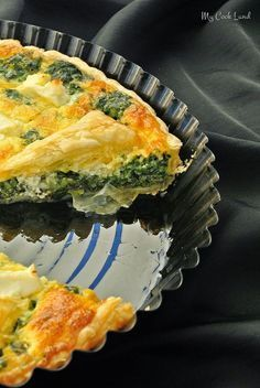 spinach tart, spinach and feta tart, puff pastry tart, sweet … Spinach Tart, Spinach And Feta, Salty Tart, Pizza Meme, Dessert Pizza, Deep Dish, Italian Recipes, Vegan Recipes, Food Inspiration