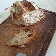 Pão de fermentação natural com nozes de uma padoca chique. Bonito né? by docampoamesa