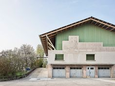 afasia lilitt bollinger . liestalerstrasse apartments. nuglar (1)   a f a s i a Farm Shed, Building Exterior, Roof Design, Art And Architecture, Cabin, Contemporary, The Originals, Studio, House Styles