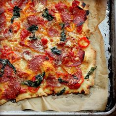 Sweet pepper, salami + basil pizza • tastefood
