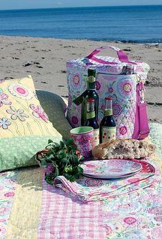 Beach for picnic picnic Beach Picnic, Summer Picnic, Carne Asada, Summer Dream, Summer Beach, Company Picnic, Picnic Time, Al Fresco Dining, The Fresh
