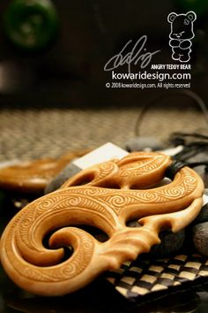 Bone carving is really fascinating and Maori have great samples of artwork. In the olden days, carvings would be made out of whale bones but today, to w. Maori Patterns, Maori People, Maori Designs, Maori Art, Kiwiana, Carving Designs, Bone Carving, Indigenous Art, Wood Sculpture
