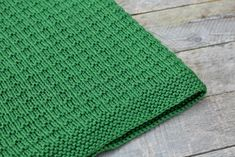 Hello! I have a lovely knitted baby blanket pattern to share with you today, this blanket can be done in no time - it's such an easy pattern...