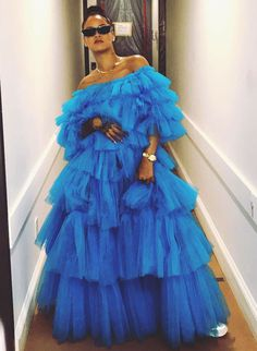 R&B star Rihanna has been crowned the most powerful celebrity influencer of 2017 by global fashion platform Lyst, with her eclectic outfits driving huge sales for fashion brands. Rihanna Outfits, Rihanna Dress, Rihanna E, Estilo Rihanna, Looks Rihanna, Rihanna Style, Rihanna Casual, Couture Mode, Couture Fashion
