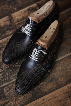 ♂ Men's dark shoes with music notes