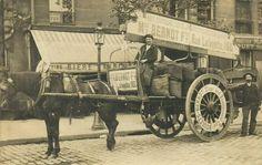 """Attelage de Charbonnier Très bel attelage de charbonnier dans les rues de Paris, vers 1900. Et sur les roues, """"Bernot et Frères, 160 rue Lafayette"""" faisaient même leur pub en anglais!"""