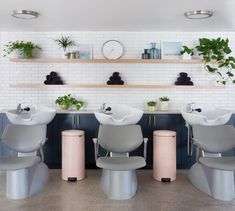 Attractive Salon Interior Design and Arrangement Ideas Explore the attractive salon interior design and arrangement ideas at live enhanced. Must visit for more information and more ideas about salon interior design. Home Hair Salons, Salon Interior Design, Beauty Salon Interior, In Home Salon, Lounge Design, Schönheitssalon Design, Design Ideas, Book Design, Beauty Salon Decor