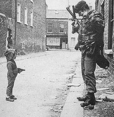Republican soldier takes on the British army- Belfast War Photography, Vintage Photography, Northern Ireland Troubles, British Army, Military History, Historical Photos, Old Photos, Irish, Black And White