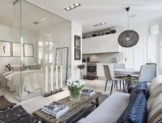 Una casa en tonos tostados y grises