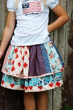 DIY::Little girls twirly skirt made out of fabric scraps. Great way to use up leftovers from a big Skirts Sewing Patterns Free, Free Sewing, Sewing Hacks, Sewing Tutorials, Sewing Tips, Free Tutorials, Little Girl Skirts, Skirt Tutorial, Sewing Projects For Beginners