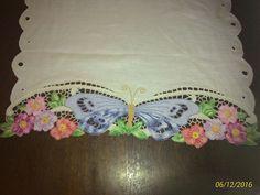 Trilho de mesa - borboleta Richelieu - bordado em novembro/16