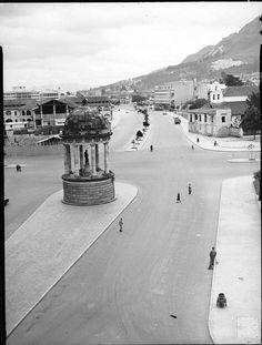 Templete, en el separador central de la carrera 10. Bogotá septiembre 19 de 1950