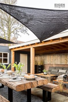 Shop the Look: the industrial garden! - Own Home and Garden- Two seating areas in one garden. Under the canopy a lounge set for relaxing and in the middle of the garden a huge table to eat with friends and family. Outdoor Living Rooms, Outdoor Spaces, Outdoor Decor, Minimalist Garden, Outside Patio, Garden Furniture, Garden Inspiration, Backyard Landscaping, Exterior Design