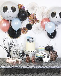 Halloween decoration: tutorials and 110 ideas to be inspired – # … - Kinderspiele Nightmare Before Christmas Babyshower, Nightmare Before Christmas Wedding, Nightmare Before Christmas Decorations, Christmas Birthday Party, Christmas Cake Pops, Christmas Baby Shower, 25th Birthday, Baby Shower Halloween, Birthday Kids