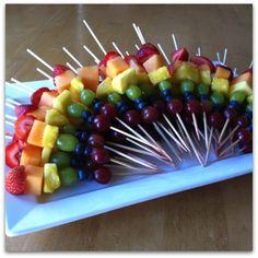 #Rainbow #Fruit #brochette  pleins de couleur jen veux!!