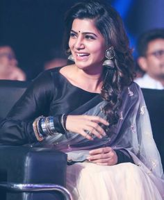 Tamil heroine, Samantha Ruth Prabhu, wearing saree with silver jewellery.