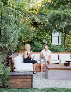 101 Creative DIY Backyard Seating Area Ideas On A Budget - Summer days and nights are great for enjoying the outdoors. The best way to enjoy the summer is by using your outdoor seating area in your garden. Built In Garden Seating, Backyard Seating, Backyard Patio, Backyard Landscaping, Garden Bench Seat, Deck Seating, Backyard Waterfalls, Backyard Ponds, Landscaping Design