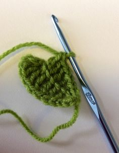 This is such an easy pattern… Before you know it you will have a bush! You will need a small amount of yarn (not necessarily green as autumn is here now :D) Plus a size 3.75 or 4 crochet hook…