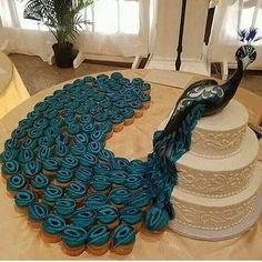 The 12 most impressive cupcake cakes on the net! And they are easy to .- Die 12 beeindruckendsten Cupcake-Kuchen im Netz! Und sie sind leicht zu … – Ar… The 12 most impressive cupcake cakes on the net! Peacock Cupcakes, Peacock Cake, Peacock Wedding Cake, Peacock Decor, Peacock Theme, Pastel Cupcakes, Peacock Design, Pretty Cakes, Cute Cakes
