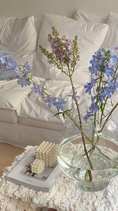 Interior Design Minimalist, Interior Modern, Danish Interior, Minimalist Room, Interior Colors, Flower Aesthetic, White Aesthetic, Aesthetic Vintage, Aesthetic Grunge