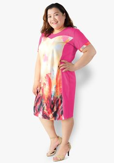 Celebrate the curves of your body wearing this beautifully printed dress. Cotton and neoprene fabric. The sweetheart cut and side illusion make you look trimmed and lovely! Designer Party Dresses, Casual Dresses, Summer Dresses, Illusion Dress, Curves, Celebrities, Fabric, Pink, Cotton