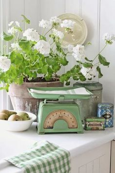 Another lovely image from Vibeke Design. Cottage Living, Cottage Style, Shabby Cottage, Living Room, Estilo Country, Vibeke Design, Deco Floral, Farmhouse Chic, Cool Ideas