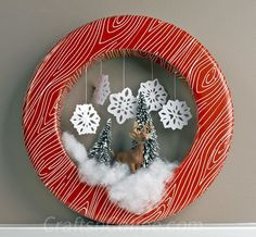 Love this little woodland scene! Easy Christmas wreath idea on CraftsnCoffee.com