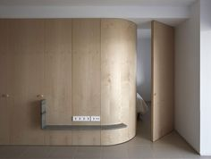 FM House by Horma Estudio. Photograph by Mariela Apollonio. Hotel Room Design, Interior Design Living Room, Boconcept, Agi Architects, Wall Design, House Design, Lattice Wall, Wooden Partitions, Old Apartments