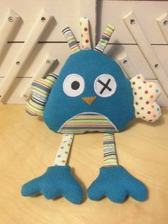 Peluche poule - bleu à pois et à rayures  : Jeux, peluches, doudous par melomelie Monster Dolls, Baby Sewing Projects, Sewing For Kids, Sewing Toys, Sewing Crafts, Diy Bebe, Baby Couture, Fabric Toys, Stuffed Animal Patterns