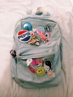bagpack /bottons / tumblr / jeans