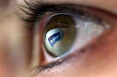 Ο ιθύνων νους πίσω από το λογισμικό είναι ο Ματ Κινγκ, ένας τυφλός ηλεκτρολόγος μηχανικός του Facebook που έχασε πριν χρόνια την όρασή του από μελαγχρωστική αμφιβληστροειδοπάθεια.