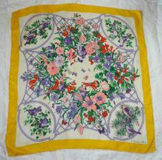 c9657813a97c 239 fantastiche immagini su Vintage Foulards   Scarves, Silk scarves ...