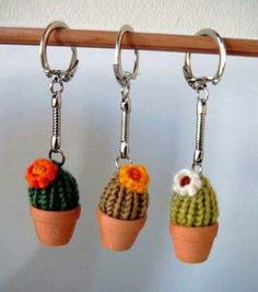 52 ideas for crochet keychain cactus Quick Crochet, Cute Crochet, Crochet Yarn, Crochet Toys, Crochet Cactus, Crochet Flowers, Easy Crochet Patterns, Crochet Designs, Minis