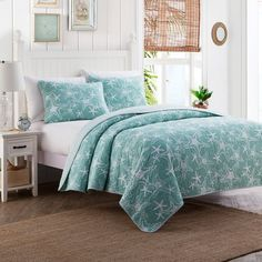Transform your bedroom into a seaside retreat with the serene Starfish Reversible Quilt Set. The laid-back coastal quilt is decked out in an aqua textured ground with a crisp white allover starfish design. Coastal Quilts, Coastal Bedding, Coastal Bedrooms, Coastal Decor, Luxury Bedding, Coastal Living, Modern Coastal, Coastal Farmhouse, Tropical Bedding