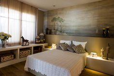 Mural pintado a mano en habitación. Www.carolmoreno.com